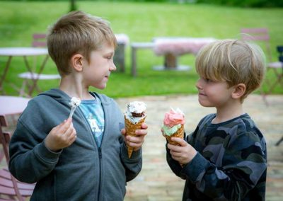boys-with-icecream